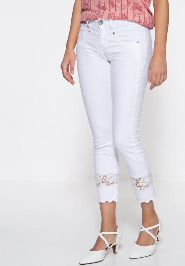 MIT SPITZENEI - Slim fit jeans - weiß