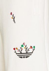 adidas Originals - FLORAL UNISEX - Shorts - non-dyed - 3