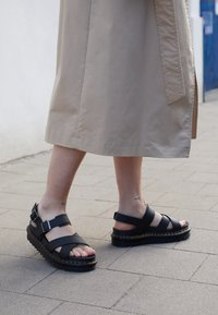 Dr. Martens - VOSS - Platform sandals - black hydro - 5