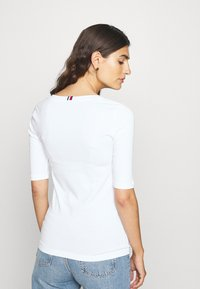 Tommy Hilfiger - ESSENTIAL SOLID - Basic T-shirt - white - 2