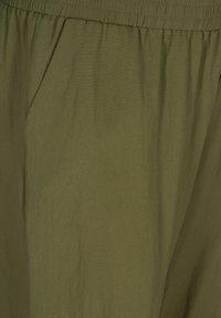 Zizzi - MIT TASCHEN - Shorts - ivy green - 3
