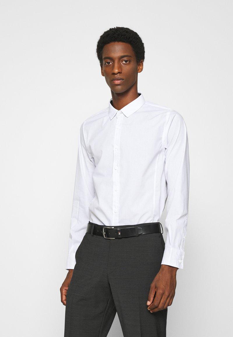 Brave Soul - TUDORD - Kostymskjorta - white