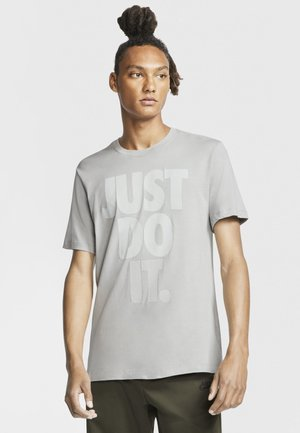 JDI WASH TEE - Camiseta estampada - light smoke grey/white