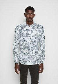 Versace Jeans Couture - PRINT REGALIA BAROQUE - Shirt - bianco - 0