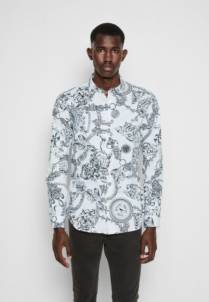 Versace Jeans Couture - PRINT REGALIA BAROQUE - Shirt - bianco