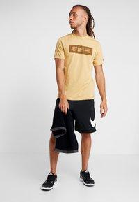 Nike Performance - DRY SHORT - Pantalón corto de deporte - black/white - 1