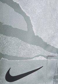Nike Performance - DRY SHORT - Korte sportsbukser - smoke grey/black - 2
