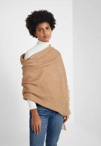 Lauren Ralph Lauren - RUANA - Cape - classic camel - 3