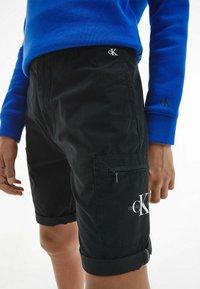 Calvin Klein Jeans - BLEND UTILITY - Shorts - black - 3