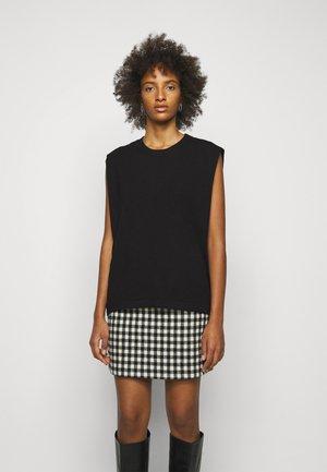 MANDY MUSCLE TEE - T-shirt z nadrukiem - black