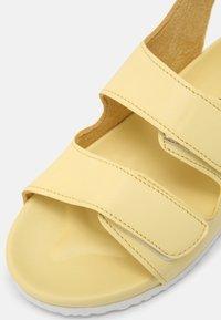 Cotton On - TRIPLE STRAP UNISEX - Sandales - lemon drop - 4