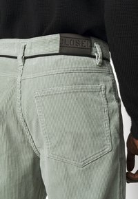 CLOSED - X-LENT  - Trousers - celadon green - 5