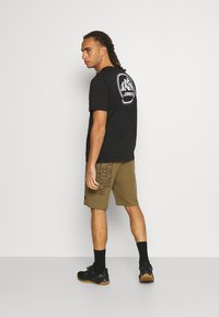 The North Face - MENS GRAPHIC SHORT  - Träningsshorts - military olive - 2