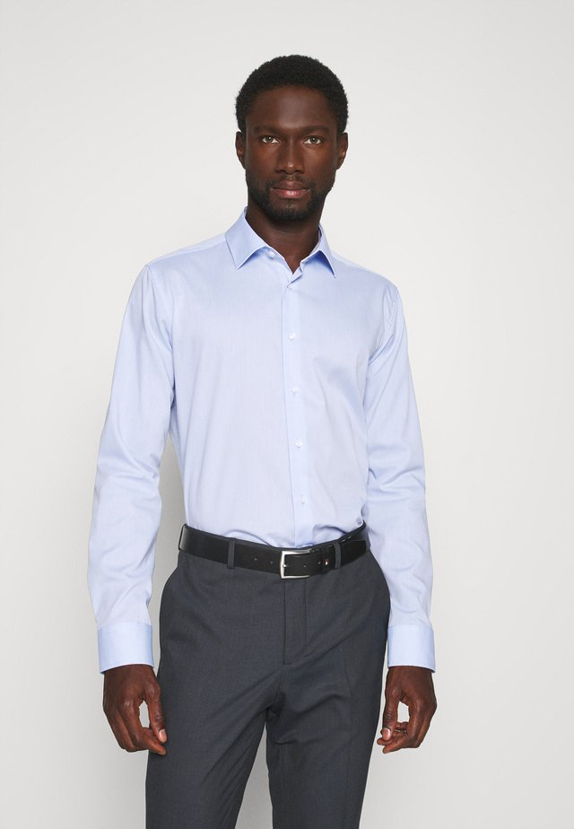 SLIM BUSINESS KENT PATCH - Camicia elegante - hellblau