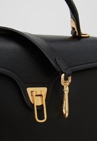Coccinelle - MARVIN - Handbag - noir - 7