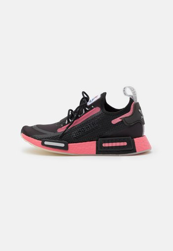 NMD_R1 SPEEDLINES BOOST SHOES - Sneakers laag - core black/haze rose/grey two