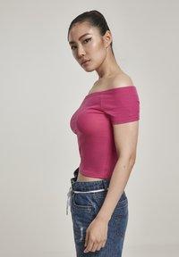 Urban Classics - Print T-shirt - pink - 3