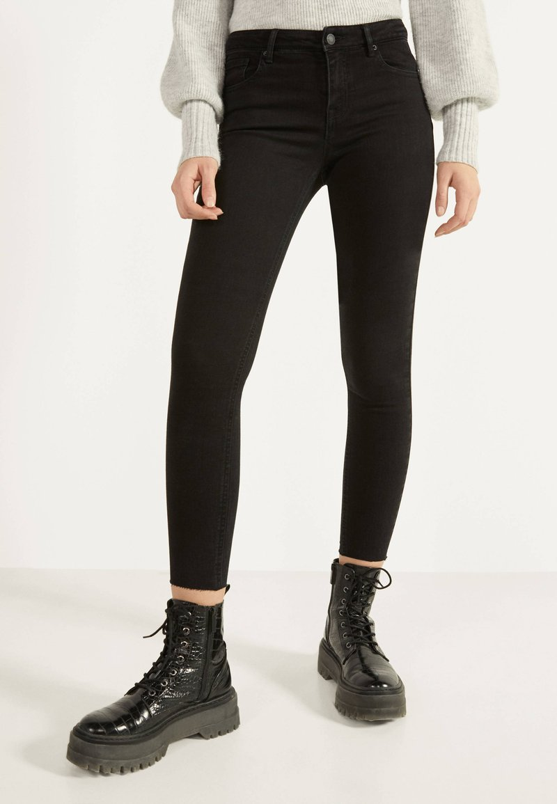Bershka - PUSH UP - Jeans Skinny Fit - black