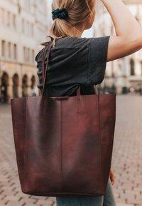 Gusti Leder - Tote bag - burgundy - 1