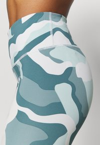 Under Armour - RUSH CAMO LEGGING - Leggings - seaglass blue - 4