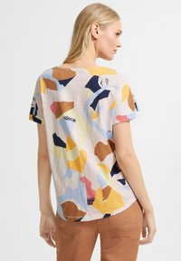 comma casual identity - MIT ALLOVER-PRINT - Print T-shirt - blush abstract geo - 2
