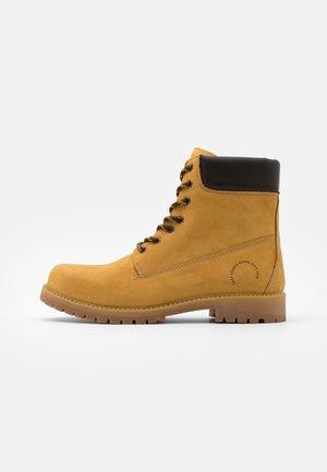 TALEB - Šněrovací kotníkové boty - honey