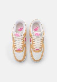 Nike Sportswear - AIR FORCE 1 - Baskets basses - twine/electro orange/sail/white - 7