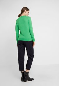 pure cashmere - CLASSIC CREW NECK  - Svetr - green - 2
