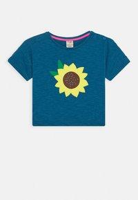 Frugi - MYLA SUNFLOWER - T-shirt print - steely blue - 0