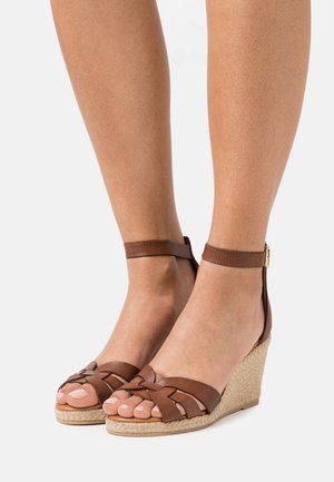 Wedge sandals - nut