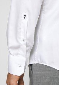 Seidensticker - SLIM LIGHT SPREAD KENT PATCH - Formal shirt - weiß - 3