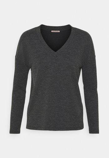 Strikkegenser - mottled grey