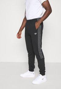 adidas Originals - Spodnie treningowe - black - 0