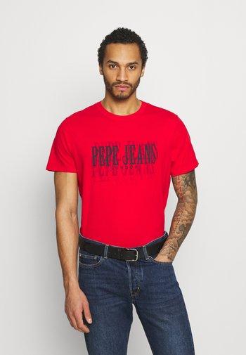 SNOW - Print T-shirt - mars red