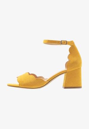 Sandalias - old yellow