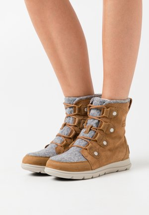 EXPLORER JOAN - Lace-up ankle boots - cognac