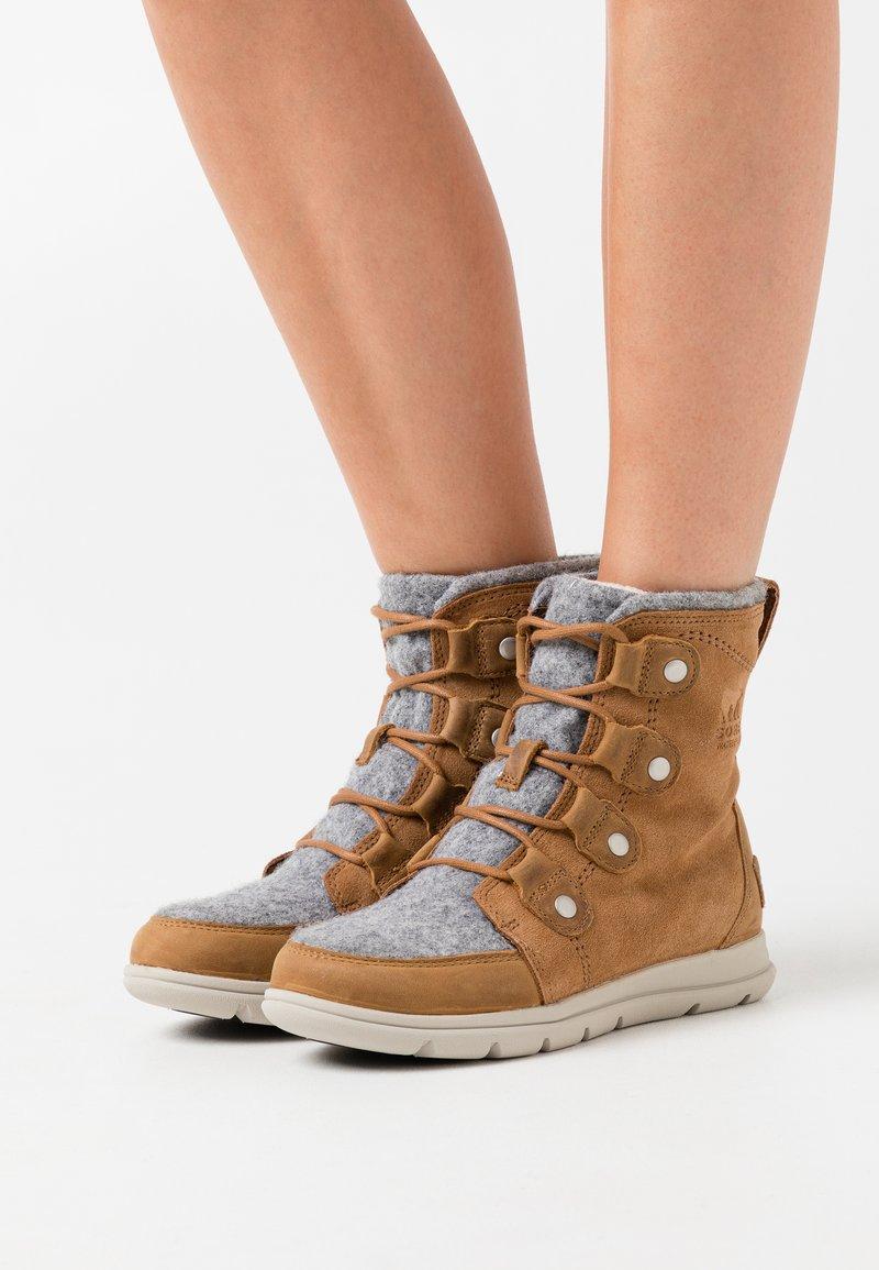 Sorel - EXPLORER JOAN - Lace-up ankle boots - cognac