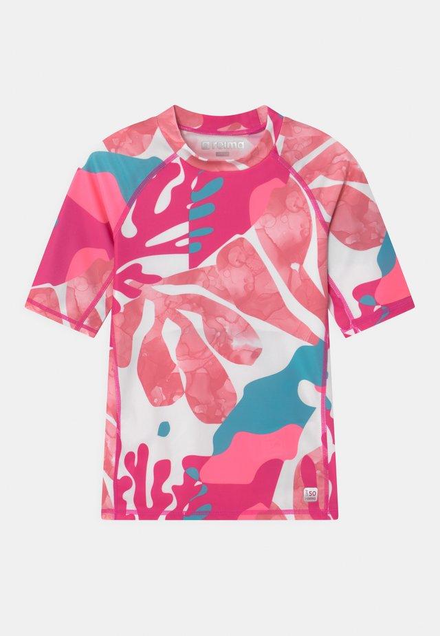 SWIM JOONIA AQUATIC - T-shirt de surf - fuchsia pink