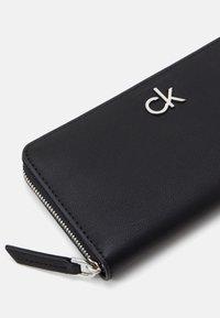 Calvin Klein - WALLET - Lommebok - black - 3