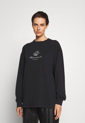 BOXY TEE LONG SLEEVE - Pitkähihainen paita - faded black