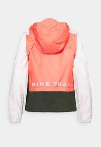 Nike Performance - TRAIL - Běžecká bunda - magic ember/light soft pink/aluminum - 1