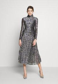 Victoria Victoria Beckham - PLEATED DRESS - Korte jurk - petrol blue/gold - 0
