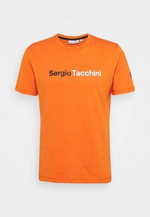 ROBIN - Print T-shirt - orange/white