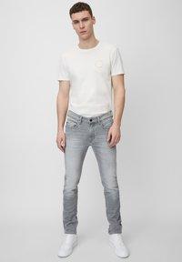 Marc O'Polo DENIM - VIDAR  - Slim fit jeans - grey - 1