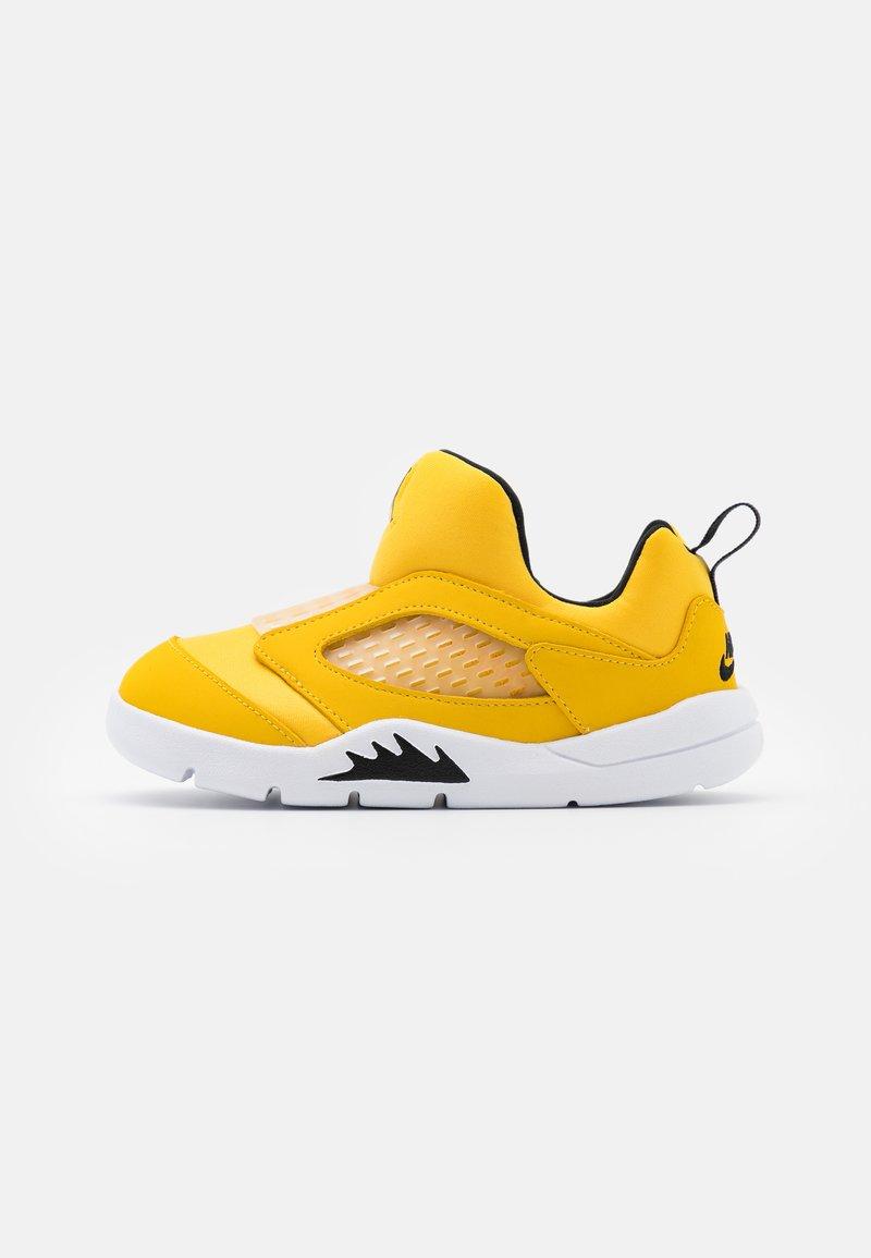 Jordan - 5 RETRO LITTLE FLEX UNISEX - Basketball shoes - black/white