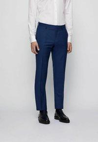 BOSS - Suit - open blue - 3