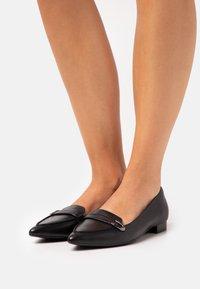 Clarks - LAINA BUCKLE - Nazouvací boty - black - 0