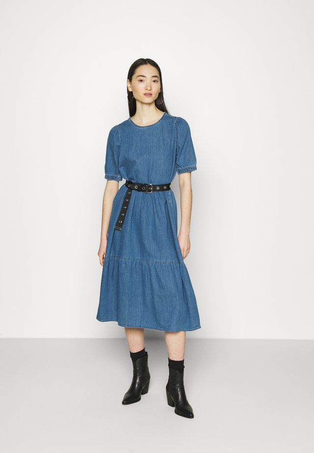 NMSESSI DRESS - Maksimekko - medium blue denim