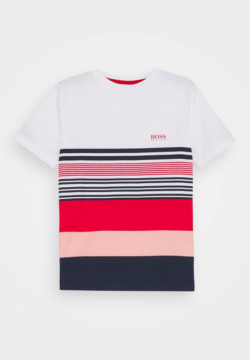 BOSS Kidswear - SHORT SLEEVES - Triko spotiskem - white/red