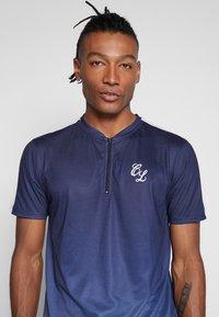 CLOSURE London - CONTRAST FADE - Print T-shirt - navy - 4